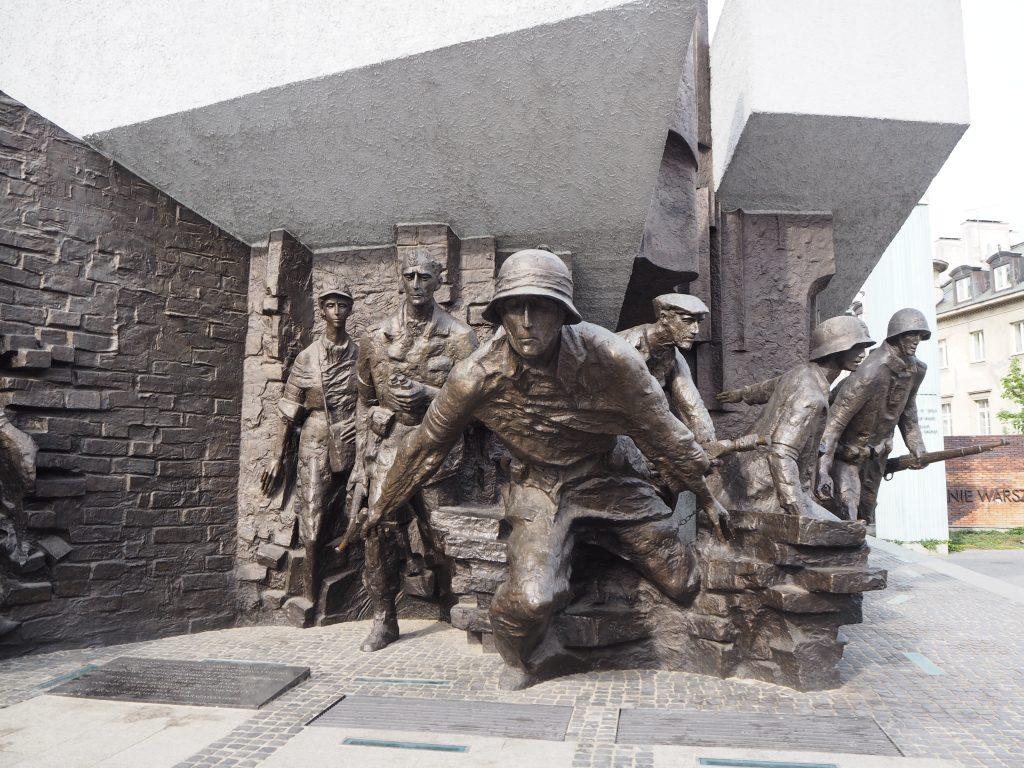 Varsovassa vastarinnan monumentti